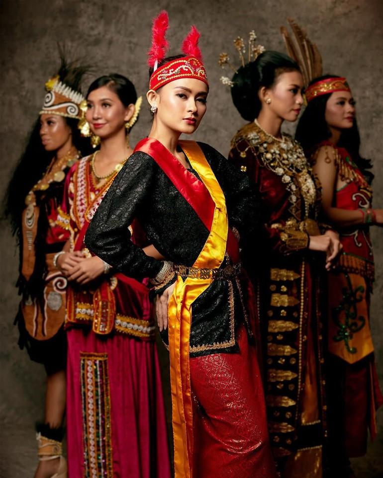 Puteri Indonesia Maluku Utara 2020 Kathy Monica Kabe Adalah Sarjana Ekonomi Dari Universitas Ciputra Sejak 2018 Ka Alexandra Daddario Indonesia Entertainment