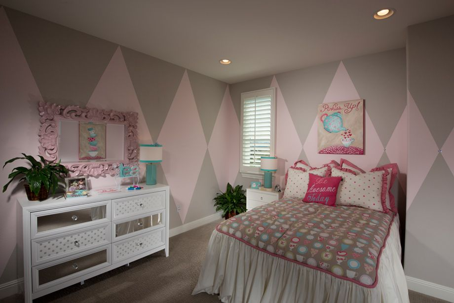 Teenage Rooms: Pretty In Pink Little Girls Bedroom At The