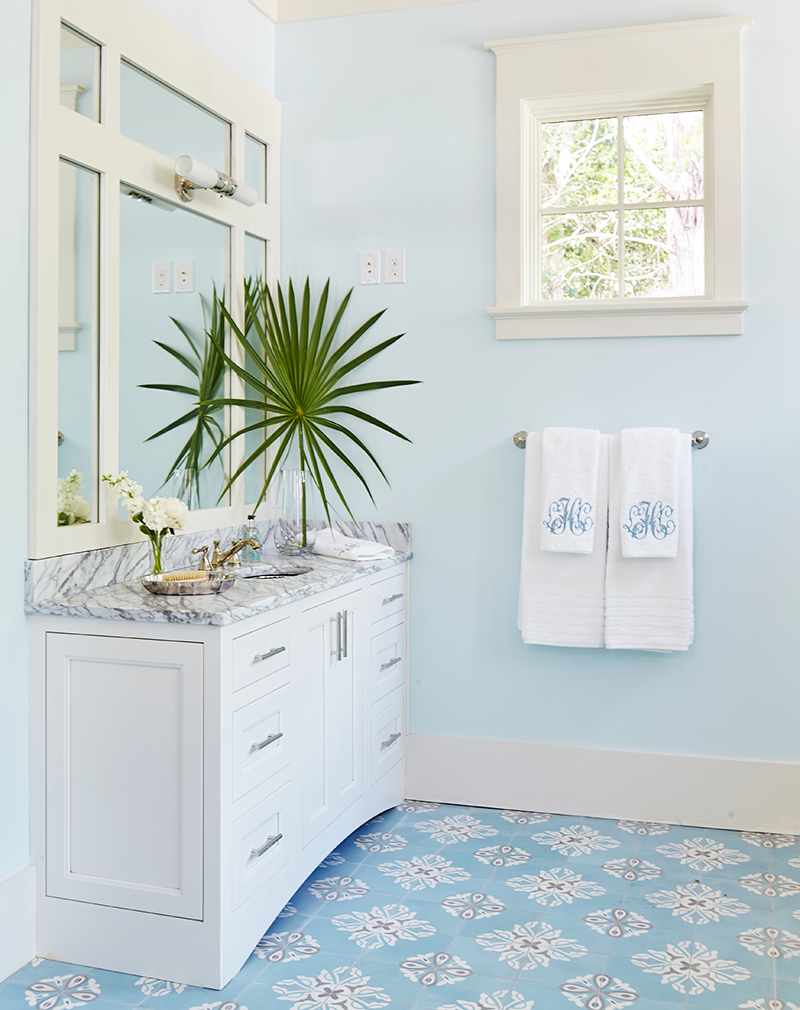 Master Bathroom of the 2017 Southern Living Idea House | Graydon ...