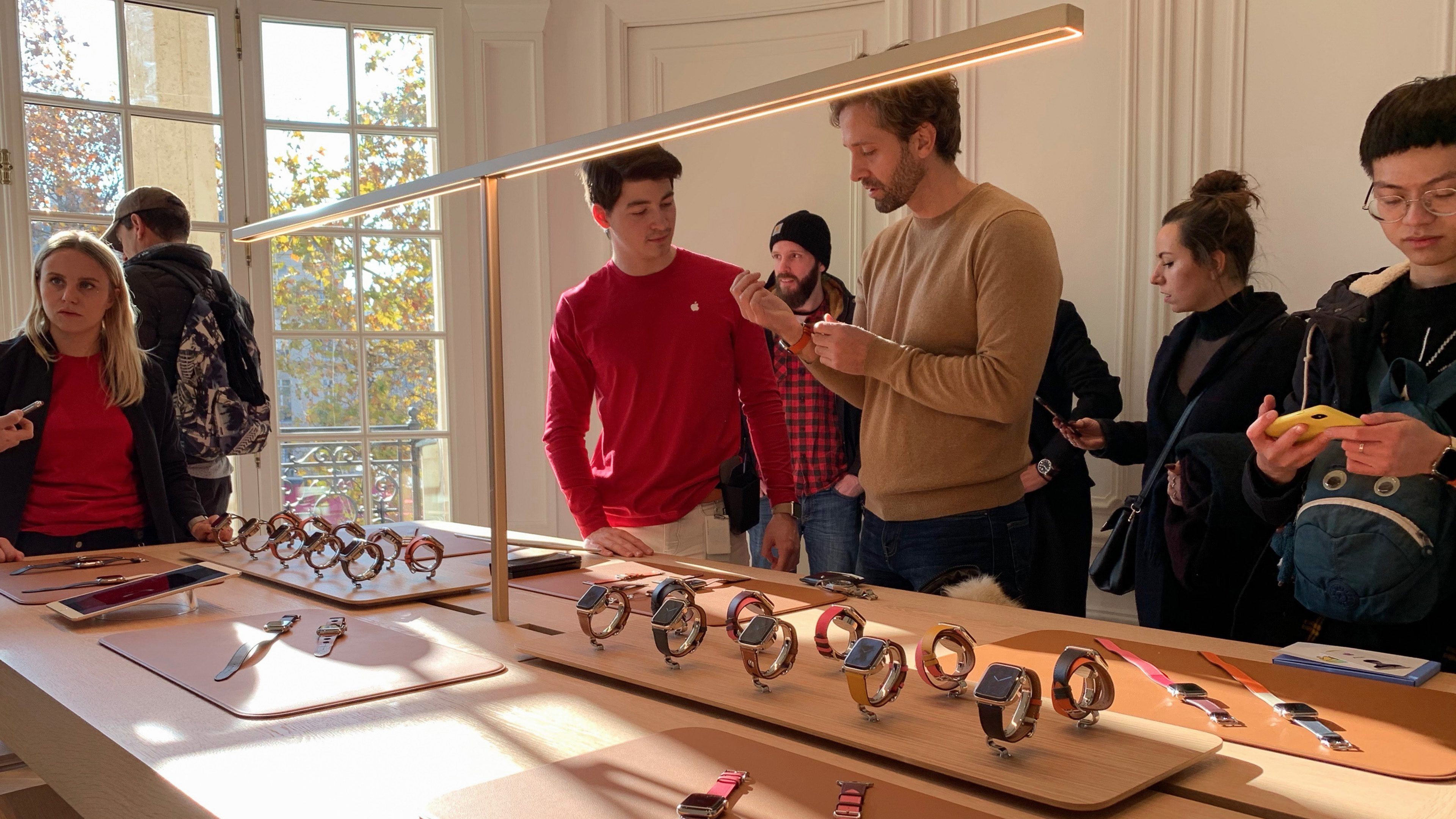Gallery Apple ChampsÉlysées makes a grand debut in Paris