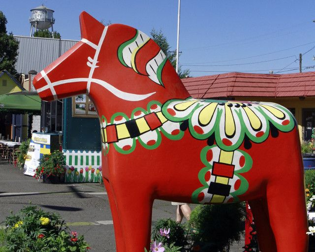 The Iconic Scandinavian Festival Centerpiece The Dala Horse Is Always A Crowd Meat Pie Scandinavian Festival Scandinavian