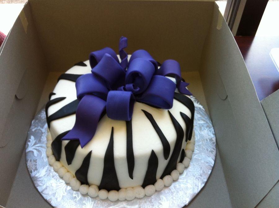 Zebra Print With Purple Bow Taart Ideeen Taart Fondant Taart