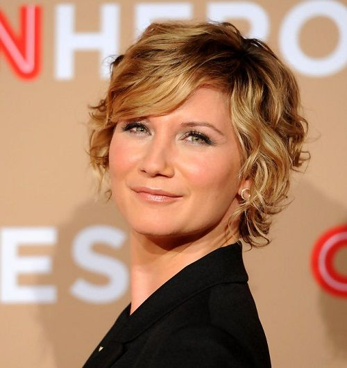Best Short Haircuts For Round Faces Curly Hairstyles