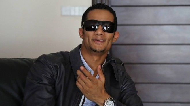 محمد رمضان يعتذر لرامز جلال على ضربه بـ رامز واكل الجو Http Bit Ly 1g3sr9g Mens Sunglasses Fashion Sunglasses