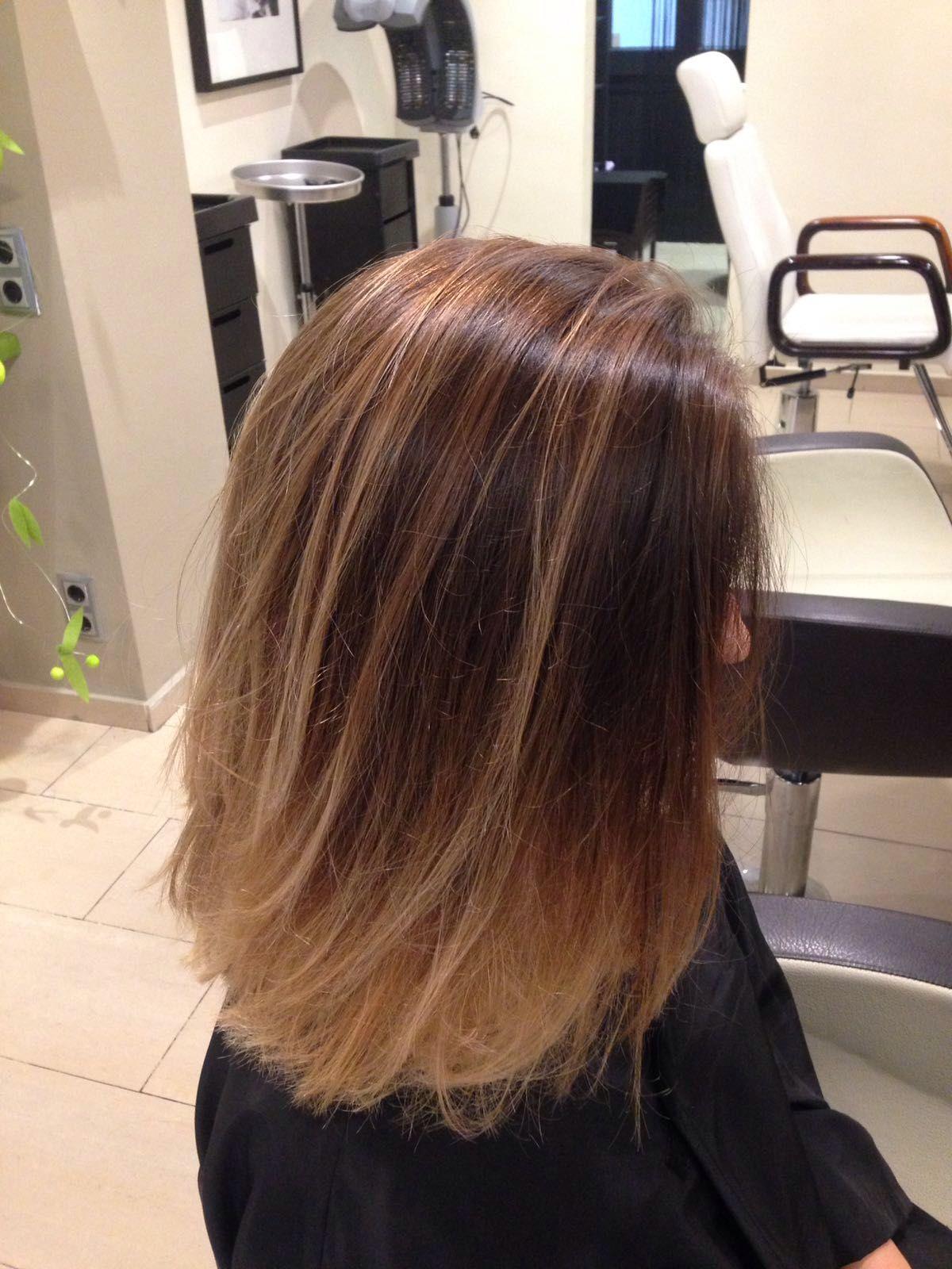 #Balayage... y dale a tu cabello un aspecto luminoso.   Te esperamos en C/ Girona, 152 de Barcelona   #Aveda #UrbanSpa   Pide hora: http://bit.ly/PideHoraWapam