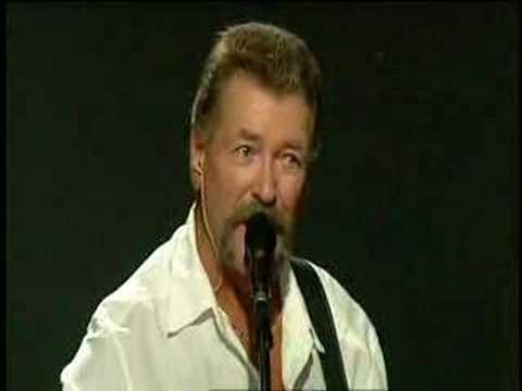 Streets of New York (live) - Wolfe Tones - YouTube