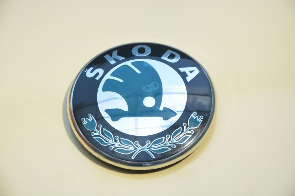 Original skoda 1st853630a hipótesis letras cheers logotipo Emblem