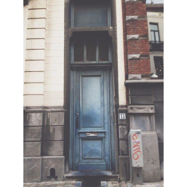Blue jean baby #brussels #bruxelles #belgium #belgique #ixelles #elsene #brusselsarchitecture #bxl #instabxl #door #porte #bluejean #jean (at Rue Simonis)