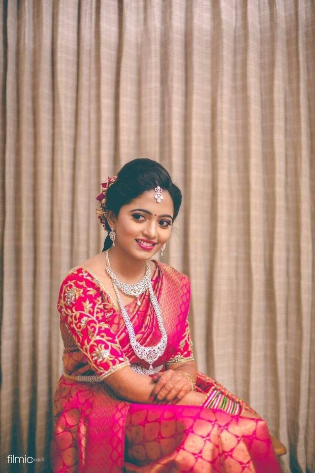 164c6c657a Saree - Bride with beautiful dark pink colour kanchi pattu saree with broad  jary leaf design all over the body brings the saree in to rich look and zig  zac ...