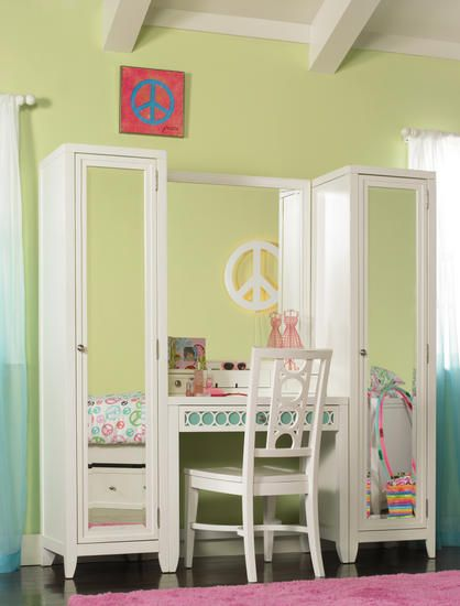 great desk/mirror combo for a teen girl\u0027s room! I so want this great