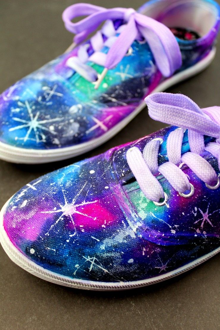 2aea008e58c92d DIY Sharpie Galaxy Shoes