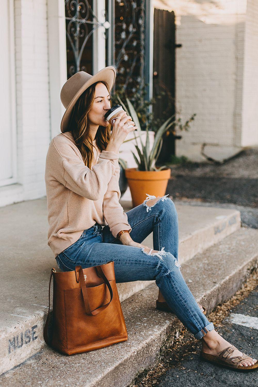 e157b5faadf livvyland-blog-olivia-watson-austin-texas-fashion-blogger -madewell-peach-sweatshirt-medium-transport-tote-levis-501-jeans-8