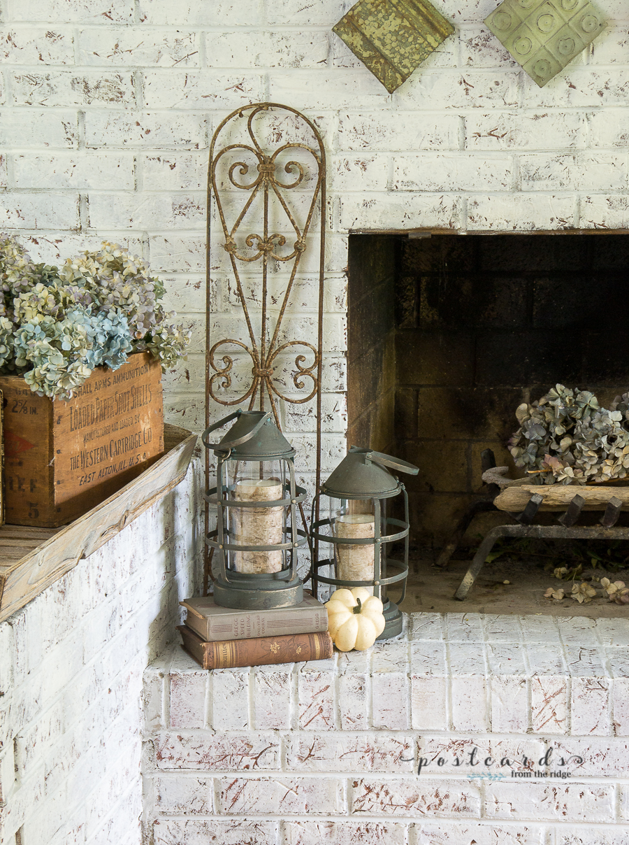 Love the copper and green and vintage vibe of this fireplace and mantel. #falldecor #autumn #homedecor #vintagedecor