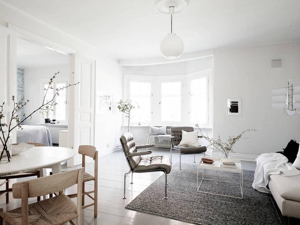scandinavische stijl interieur in lichte, ruimtelijke woning ...