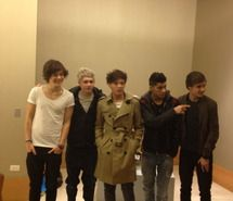 Inspiring picture 1d, beautiful, boy, bromance. Resolution: 500x667 px. Find the picture to your taste!