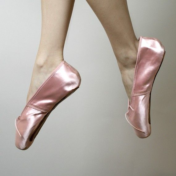 eefccc8fc396 Vintage Pink Satin Capezio DuroToe Ballet Pointe Shoes by zwzzy. god i miss  this ~These are SOOOOOO PRETTY!