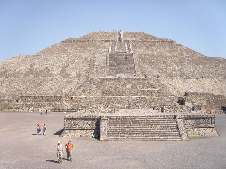 Tenochtitlan Pyramids On The Way Up Pyramid Of The Sun Photo By Robert G Viator Mexico City Tours Teotihuacan Pyramid Sun Photo