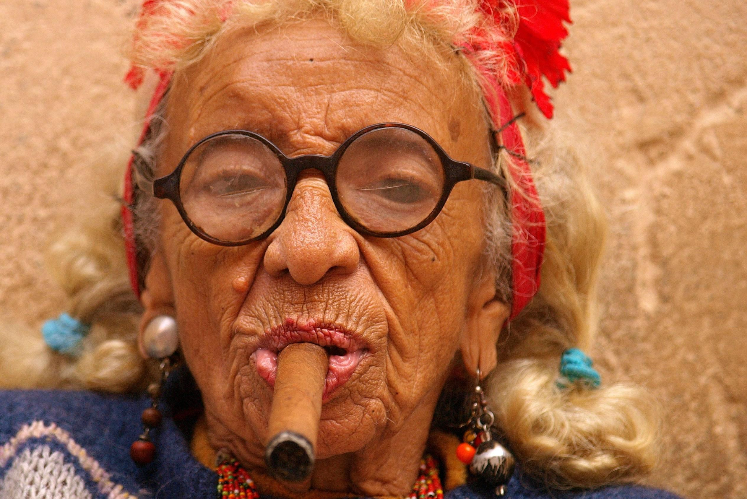 Картинки старых женщин прикольные