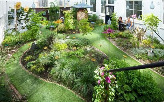 Hotel droog fairy tale garden the definition of biophilia for Design hotel definition