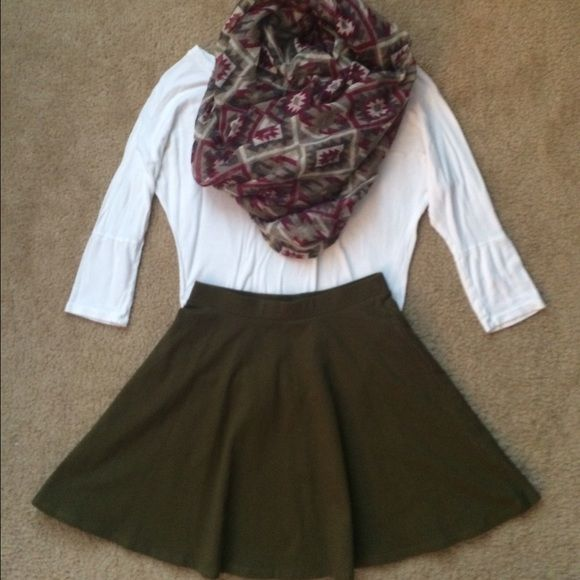 NWOT skater skirt Cute for spring and summer can fit small Forever 21 Skirts Circle & Skater