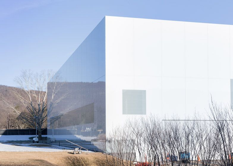 Thomas Phifer Adds Reflective White Wing To Corning Museum Of Glass In New York Corning Museum Of Glass Glass Museum Architecture Exterior