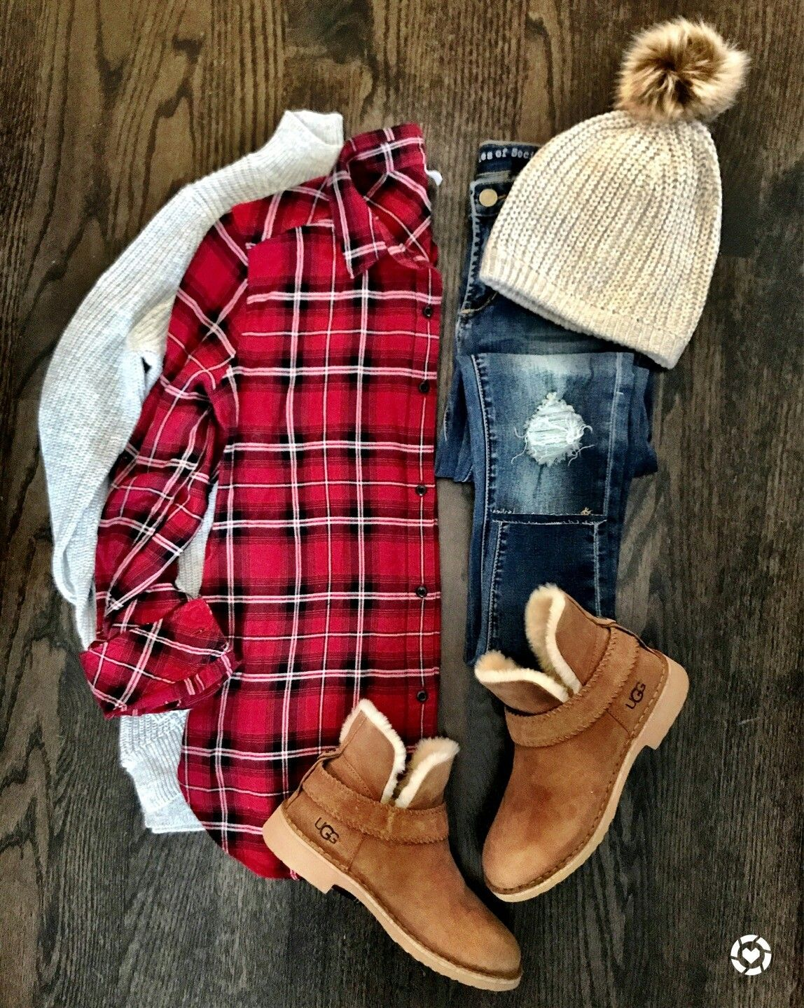 Dark red flannel  Like the long flannel and dark distressed jeans Also like the