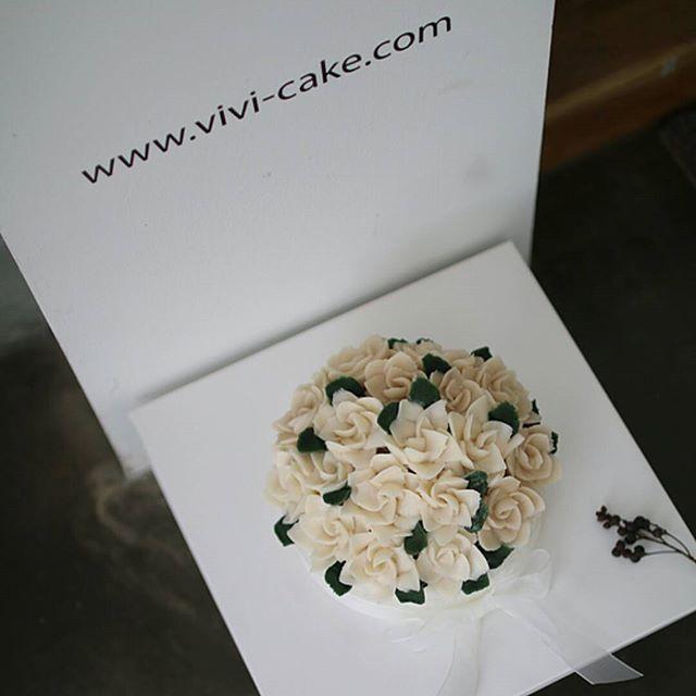 #cake#flowers#baking#dessert#ricecake#instacake#flowercake#viviricecake#vivicake#떡#koreanfood#koreaflowercake#koreandessert#korearicedessert#riceflowercake#앙금플라워케이크#맞팔##비비떡케이크#플라워케이크#떡케이크#class#앙금플라워떡케이크#花蛋糕#フラワーケーキ
