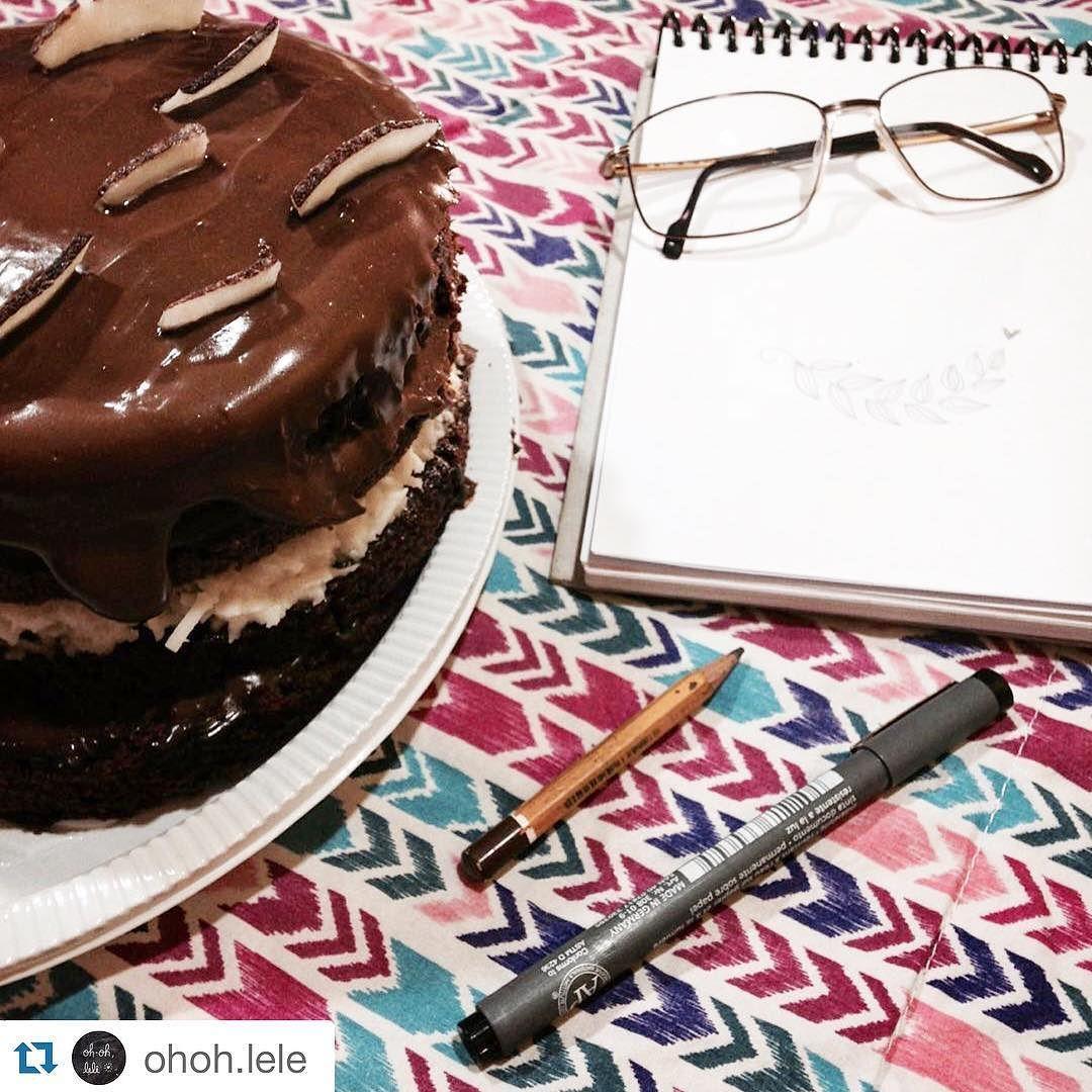 #Repost @ohoh.lele with @repostapp. SEM GLÚTEN  da série 'eu amo meus clientes'  como não amar esse bolo vegano delicioso de coco com chocolate feito com carinho pela @vegamor.rs??  #ohohlele #confeitariaartesanal #semgluten #glutenfreevegan by vegamor.rs
