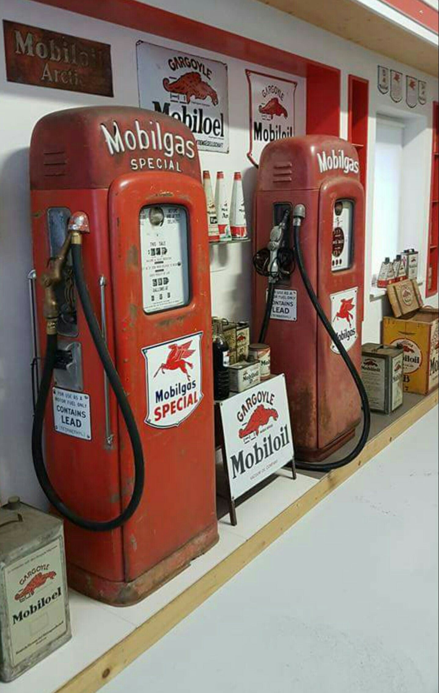 Mobil Gas & Oil Advertising Collection | Vintage gas pumps and