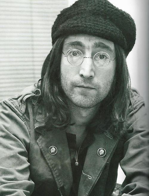John Lennon <333333 c: