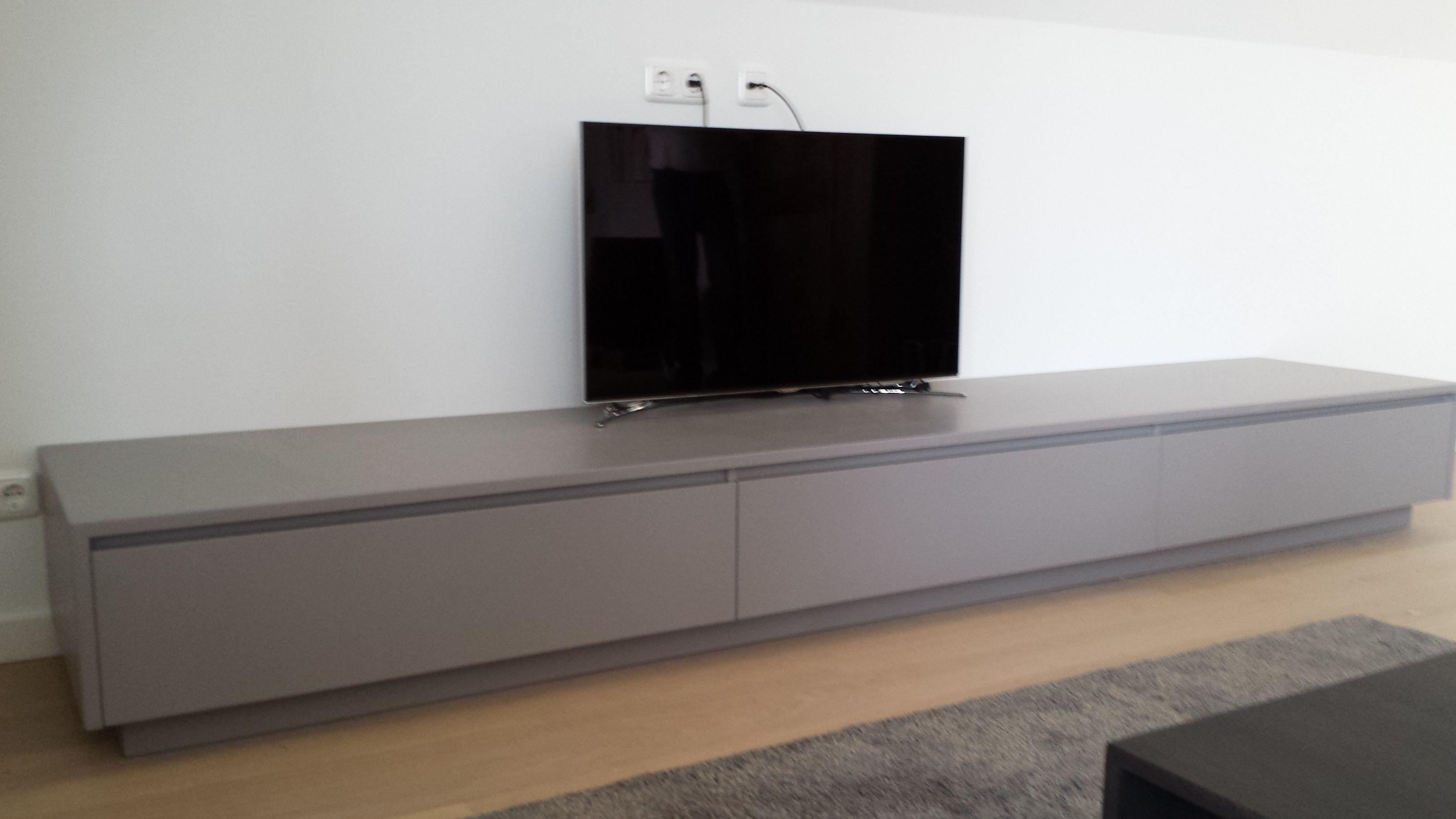 Tv In Kast : Taupe kleurige tv kast exclusieve tv kasten op maat