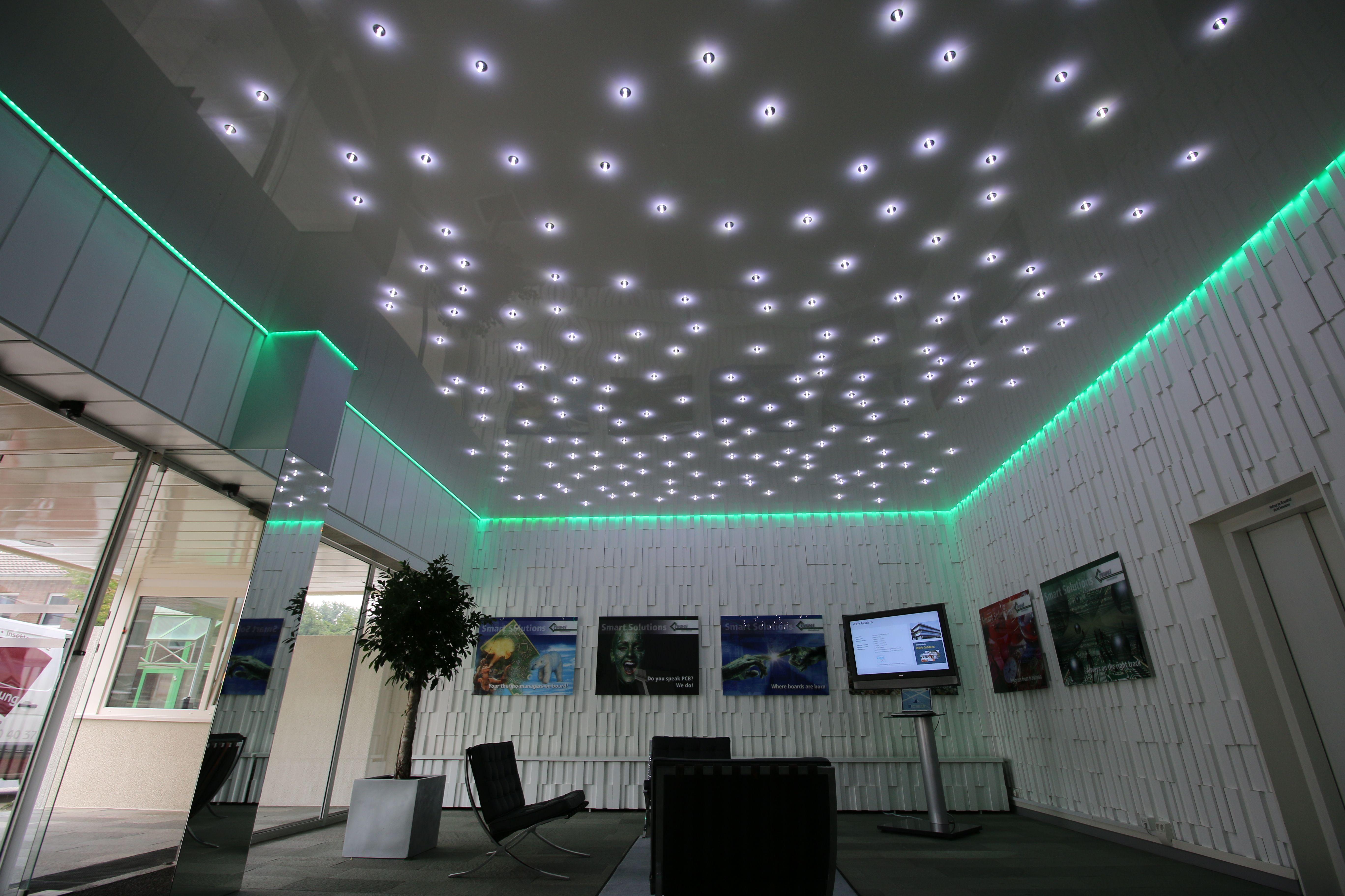Spanndecke Im Eingangsbereich Mit Umlaufender Led Beleuchtung Und Sternenhimmel Spanndecken Beleuchtung Led Beleuchtung