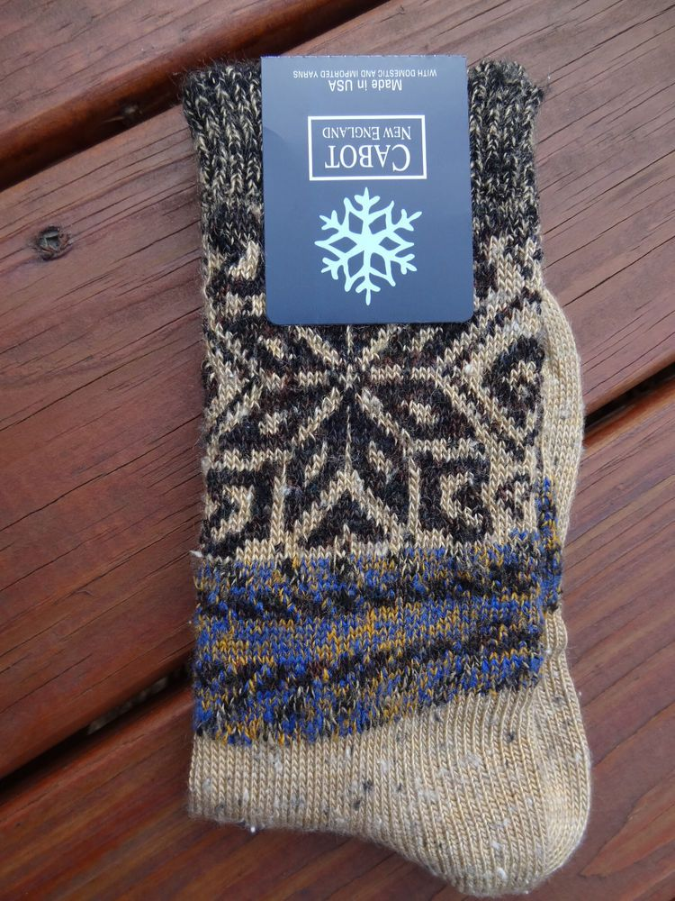 CABOT NEW ENGLAND USA LADIES Boot SOCKS Crew Fair Isle Snowflake ...