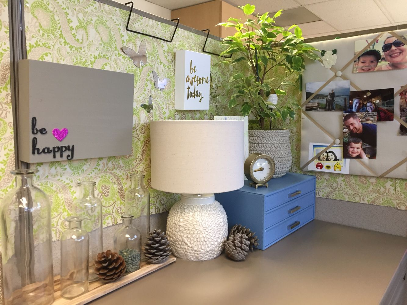 decorations for office desk. It Is Okay To Bring A Little Of Your Decor Style Cubicle. Also Create Positive Energy Flow Where Creativity And Productivity Abound. Decorations For Office Desk T