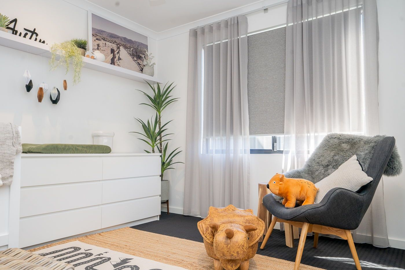 A Great Example Of How Curtains And Blinds Make An Unbeatable Pair Sheers Curtains Living Room Curtains With Blinds Custom Made Curtains