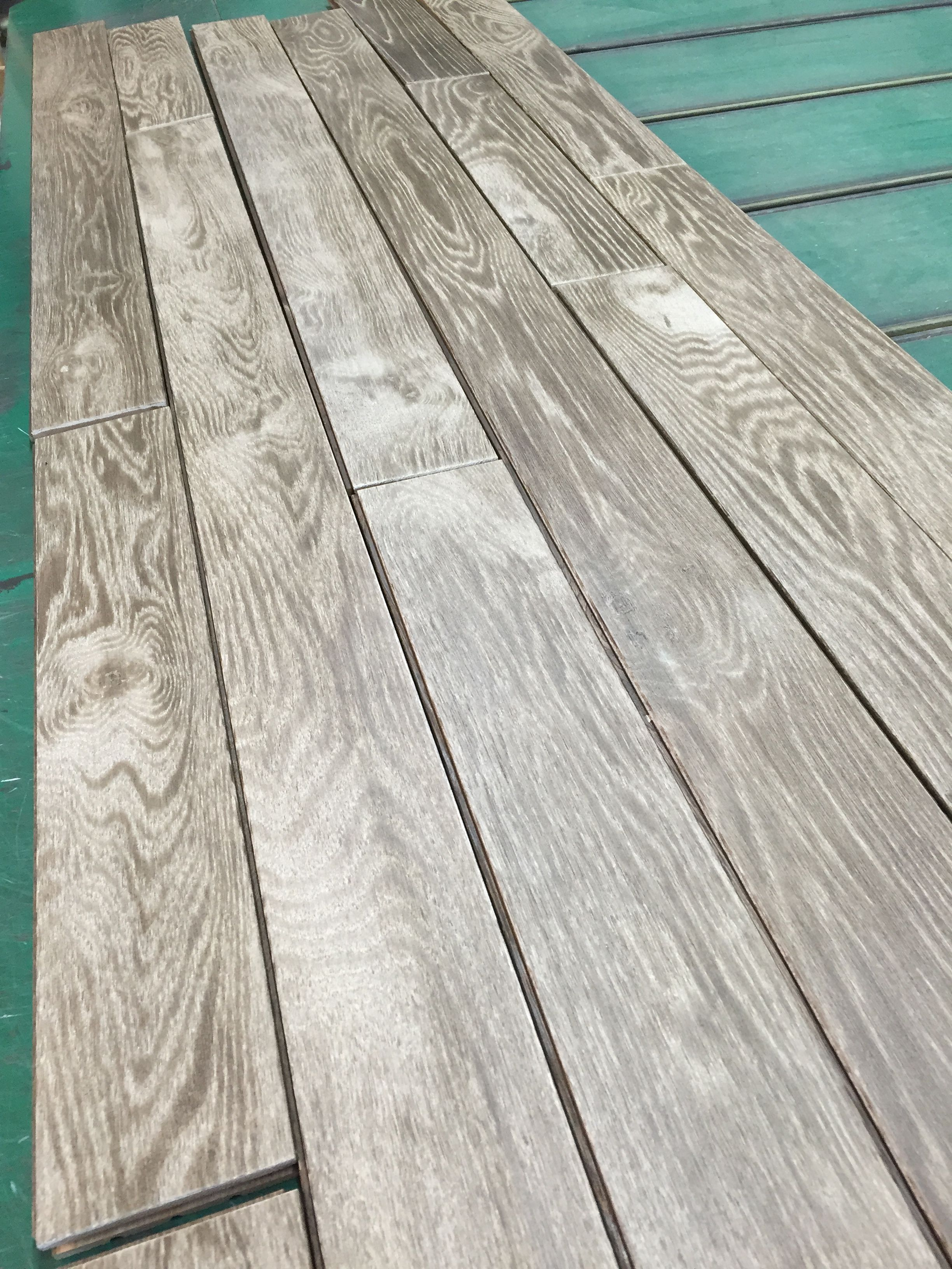 7\' white oak flooring wire brushed oiled Santorin. Plancher de chêne ...