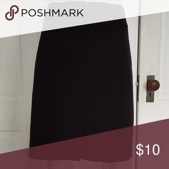 Women's skirt This is a classic black pencil skirt. Old Navy Skirts Pencil