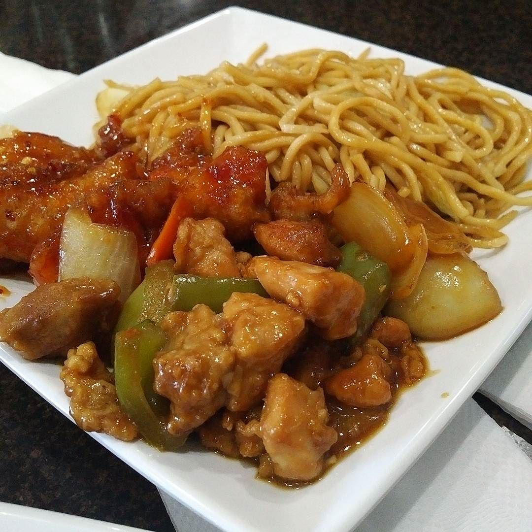 Dinner From A Newer Chinese Food Place Here In Vancouver Wa Good Food Good Portions Good Prices Garlic Chicken Chinese Food Places Asian Recipes Food Reviews