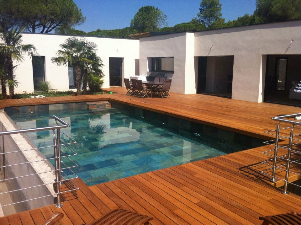 Terrasse de piscine Ipé visserie cachée margelle intégrée   piscine ...