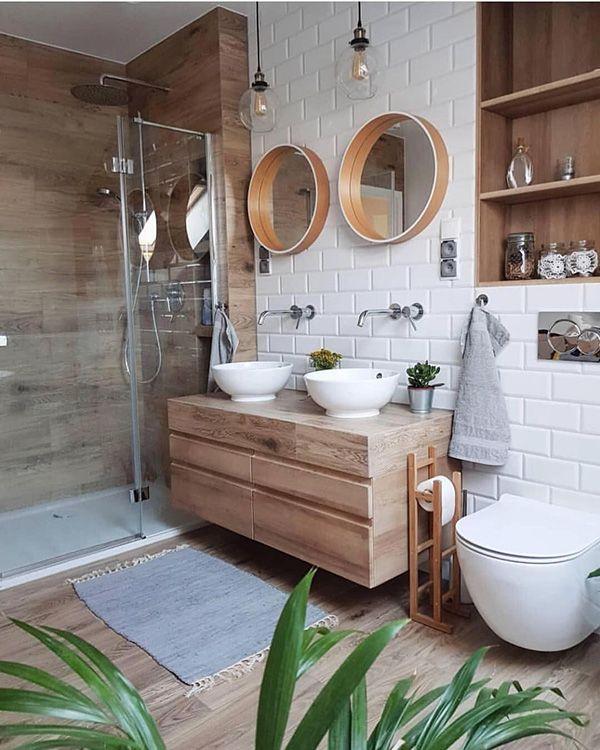 Baños blancos y en madera. El baño que buscas está aquí