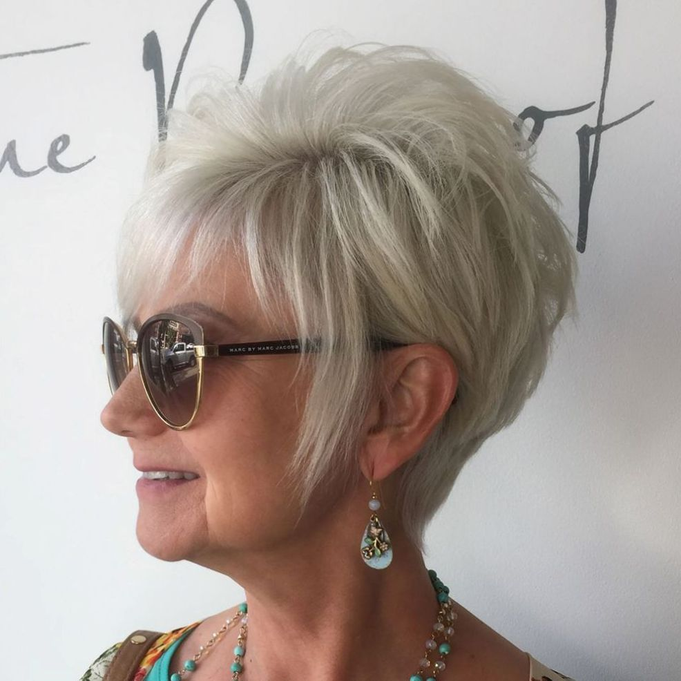 classy and simple short hairstyles for women over blonde