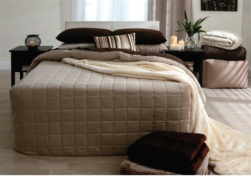 Cabin Bedroom Fitted Furniture: Fitted Bedspread From Pillowtalk In Linen, Stone And