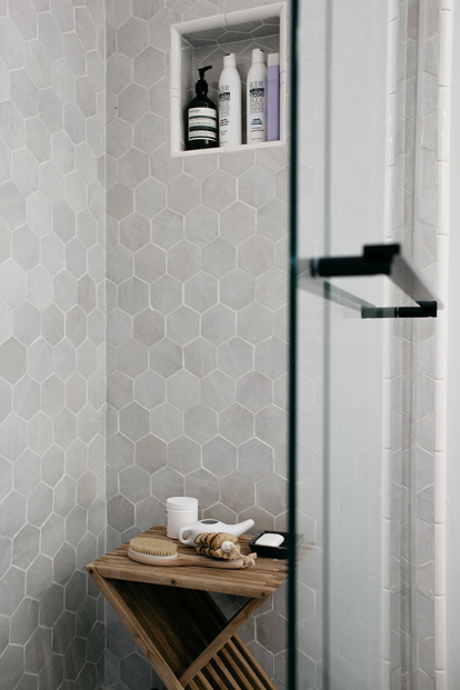 Weathered White Zellige 3 5 Quot X4 Quot X3 8 Quot Hex Cl 233 Tile