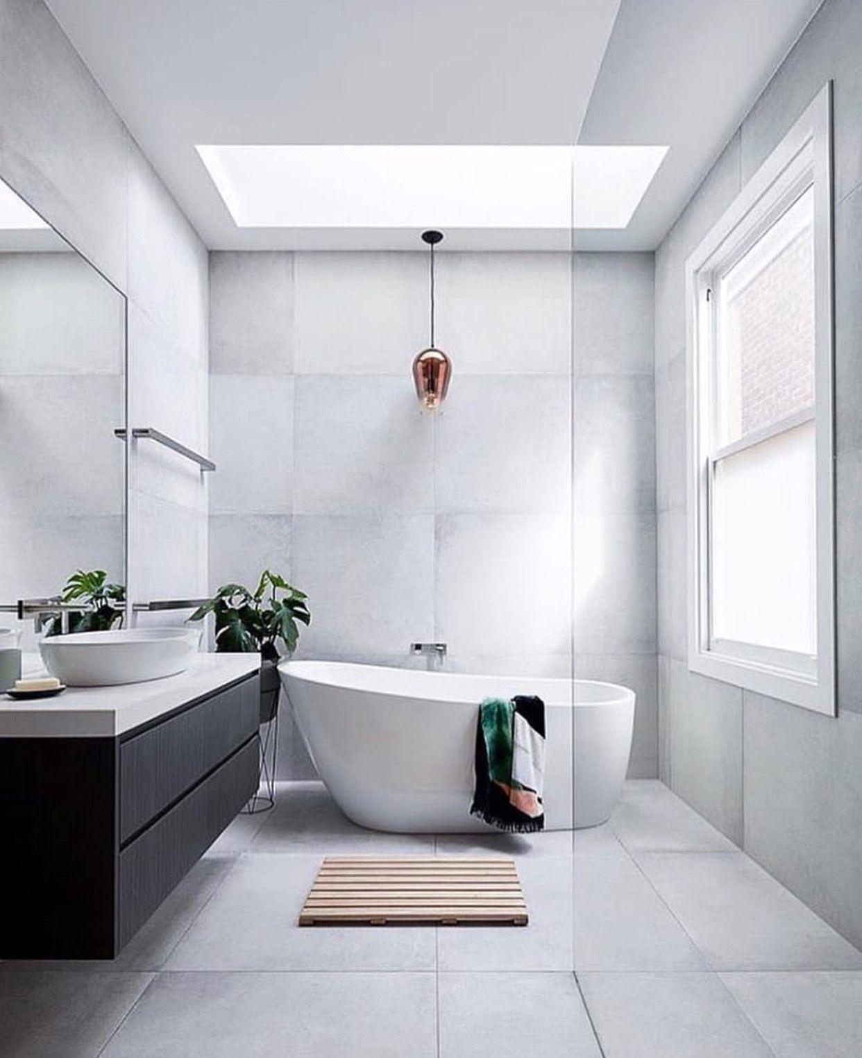 9d5187a13e875 Een badkamer onder een plat dak  Ideaal voor het plaatsen van een  lichtkoepel of platdakraam voor het binnen halen van extra daglicht en  s  avonds weg te ...