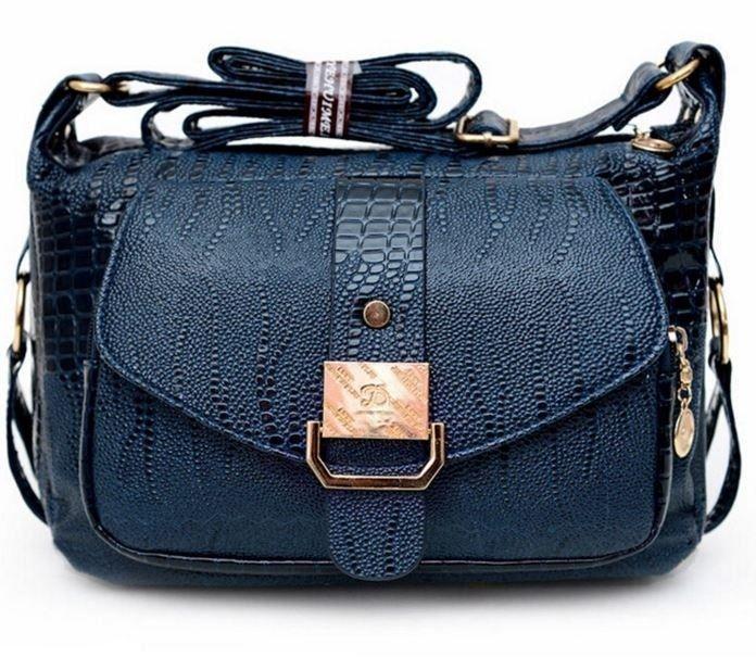 Malá dámská kabelka s popruhem z hadí kůže modrá – kabelky přes rameno Na  tento produkt 480ffb6e344