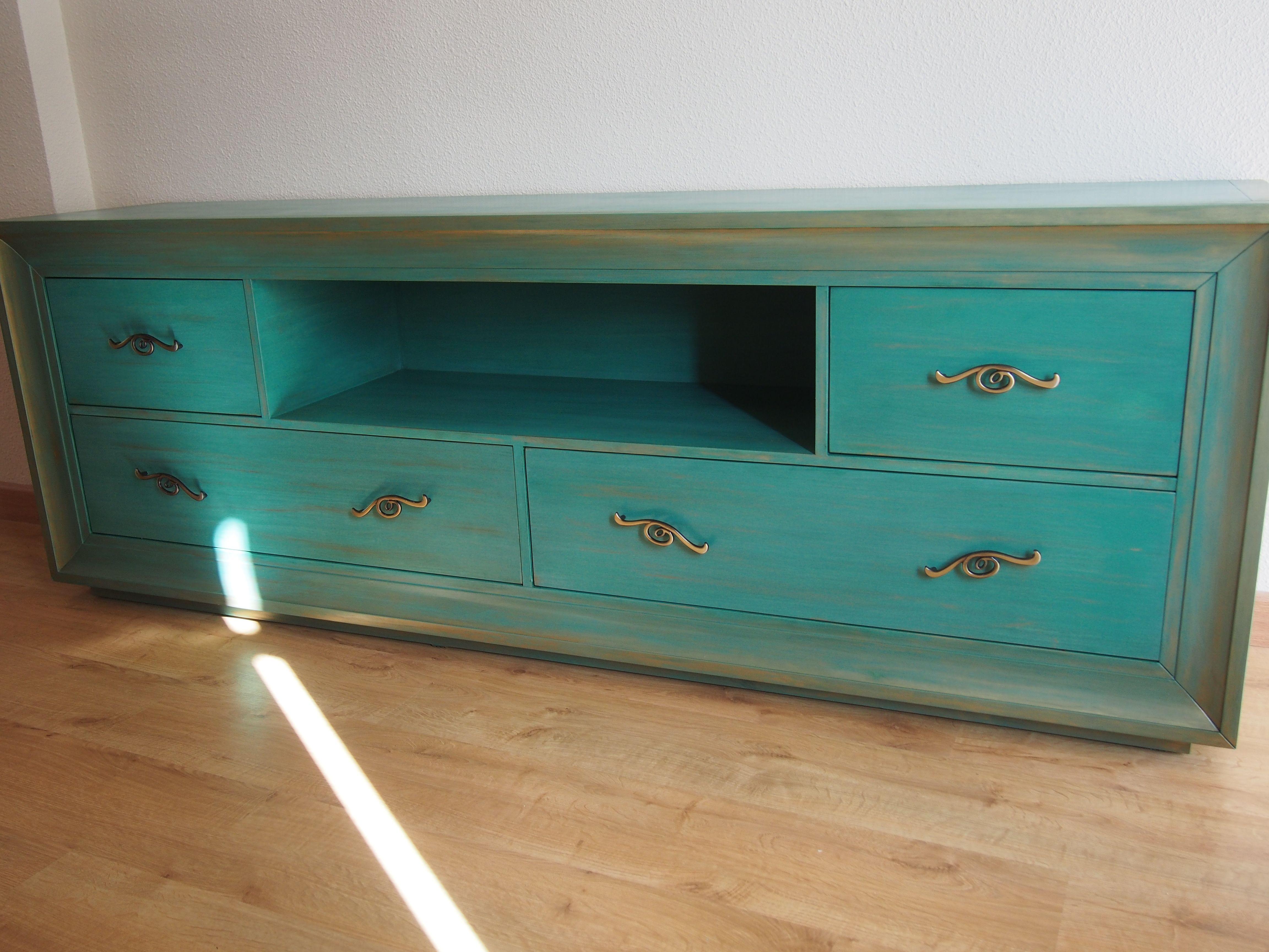 Mueble para TV, pintado a mano en verde agua y leves toques de oro ...
