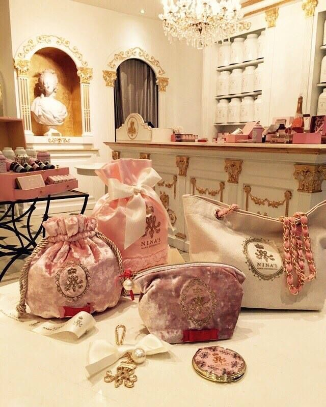 40 Cozy And Romantic Cottage Living Room 46 17 Best Images: Nina Marie Antoinette Shop In Paris! (With Images)