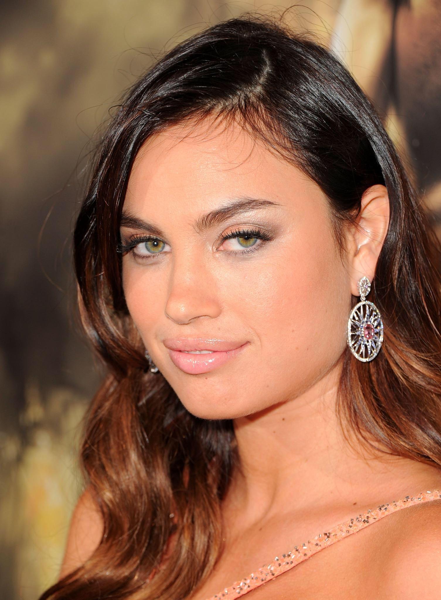 Alina Puscau | Hair & makeup | Diamond earrings, Jewelry ...