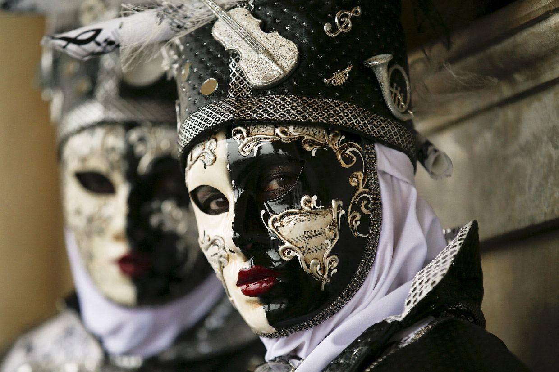Venice Carnival 2016, http://itcolossal.com/venice-carnival-2016/