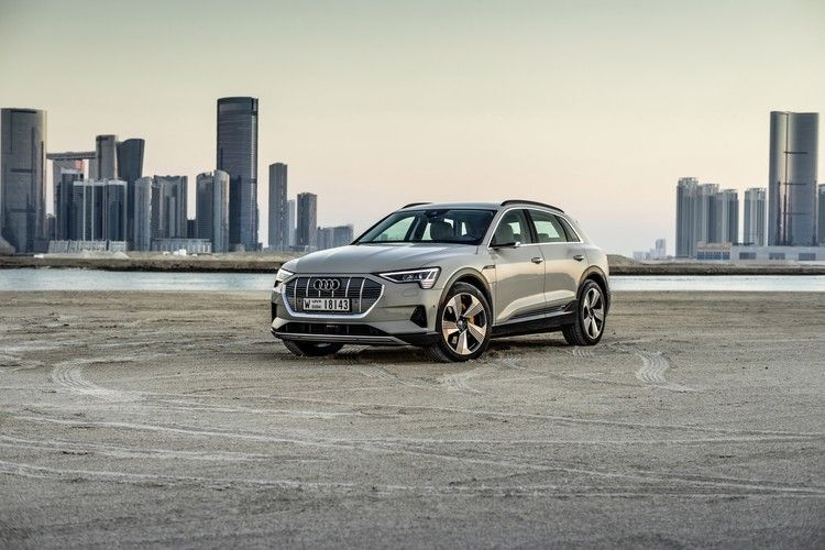 Audi E-tron electric SUV gets discounts just as it goes on sale